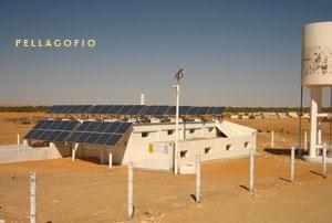 Instalación en el desierto para abastecer de agua potable, con energía solar, al pueblo tunecino de Ksar Ghilène./ ITC
