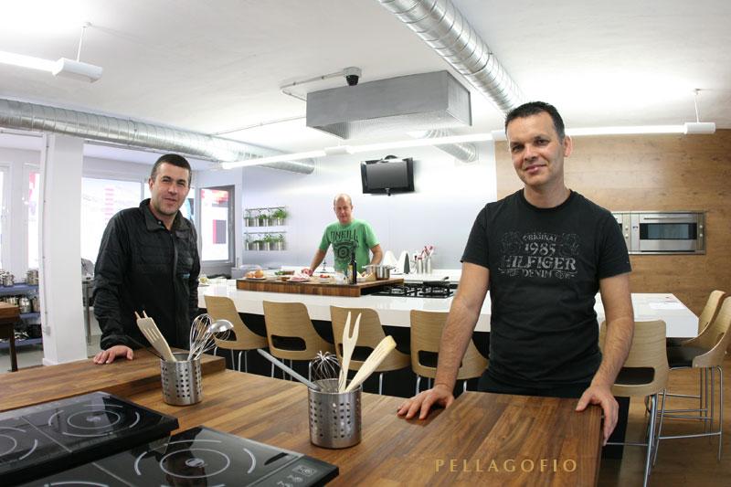 Bodegas Tajinaste  colabora con diversos proyectos gastronómicos. En la foto, con el chef Juan Carlos Clemente. | FOTO Y. MILLARES