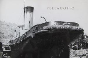El 'España II' estuvo en 1952 en el Varadero de Industrias Marítimas de Tenerife, talleres que dirigía Tiburcio Garrido Miranda (padre del capitán de remolcadores Juan Garrido López).| FOTO CEDIDA POR J. G.