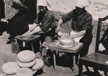 Mujeres elaborando queso en Gran Canaria (1937)./ ARCHIVO DE FOTOGRAFÍA HISTÓRICA DE CANARIAS-FEDAC