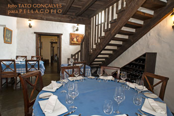 Los comedores interiores se reparten entre las habitaciones de la antigua casa de Santiago.
