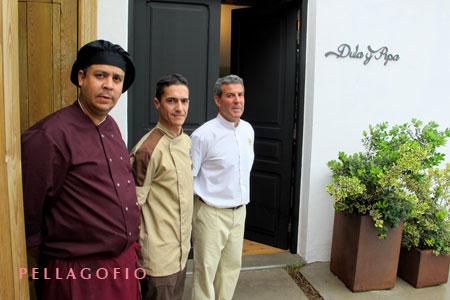 El equipo humano de Dula y Pipa: Roberto Díaz (chef), Ramón Rodríguez (ayudante de cocina) y Tomás Lucas (jefe de sala).  YURI MILLARES