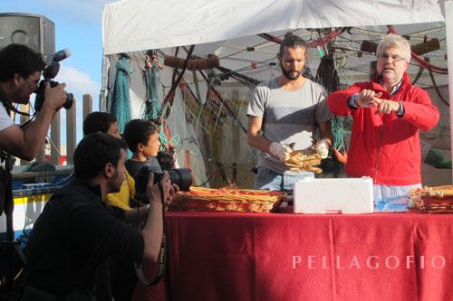 José Antonio González (Pepe Solea) durante una de las campañas de promoción gastronómica del marisco de profundidad de Canarias./ FOTO YM