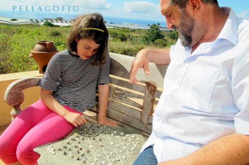 José Espinel juega con su hija Gara.| FOTO YURI MILLARES