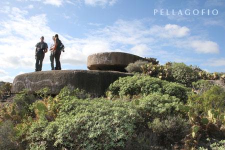 Los abandonados búnkeres y galerías subterráneas de la Mesa de San Juan podrían integrar una ruta a pie con vistas de postal al mar| foto YURI MILLARES