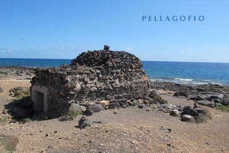 Búnker en Punta de la Hondura, entre Caleta de Fustes y las salinas (Fuerteventura)| foto YURI MILLARES.