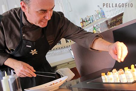 EL chef Orlando Ortega termina de montar su receta de tacos de queso Secreto del Majo con encurtidos. | FOTO YURI MILLARES