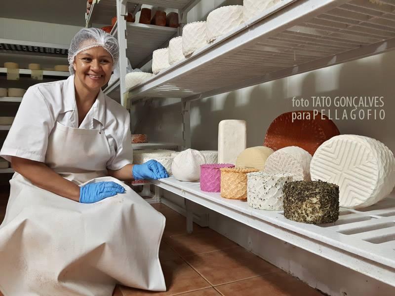 A los tradicionales quesos blancos, con pimentón o con gofio amparados por la DO, hay queserías que innovan con otras elaboraciones. | FOTO TATO GONÇALVES