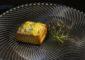 Taco de atún rojo fresco con queso semicurado y miel de retama en el Bistró de Antonio Aguiar. | FOTO TATO GONÇALVES