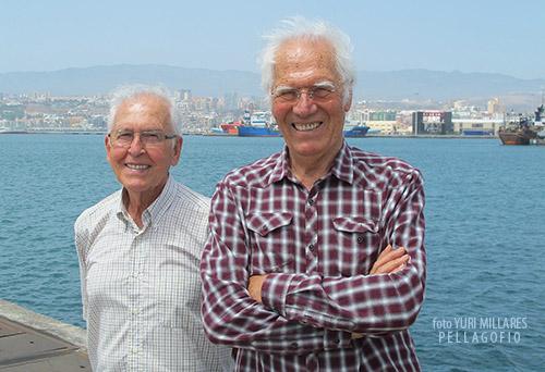 Francisco Cruz (ex jefe de exportación en Bonny) y Sebastián Mayor (antiguo exportador), en el puerto de La Luz. | FOTO YURI MILLARES