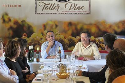 Carlos Lozano e Ignacio Valdera, enólogos, respectivamente, de las bodegas Teneguía (en La Palma) y Los Bermejos (Lanzarote), compartieron el taller dedicado a los vinos con uvas malvasía aromática y malvasía volcánica. | FOTO YURI MILLARES