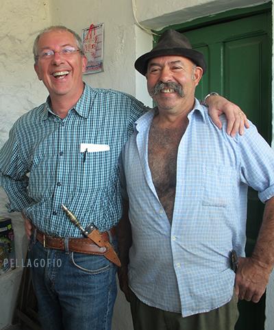 Guido Tallone luce en su cintura el naife del pastor José Mendoza (Pepe el de Pavón). | FOTO Y. MILLARES