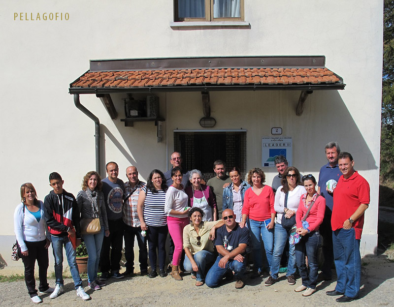 Isidoro Jiménez, Remedios Sánchez y otros visitan con Guido Tallone la quesería de leche de vaca Finca Fracchia Marco  (septiembre 2013). | FOTO Y. MILLARES